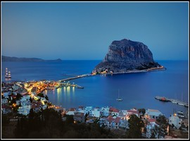 0-monemvasia-night
