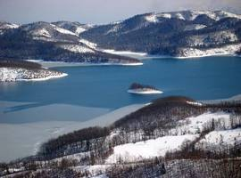 plastira-lake-snow